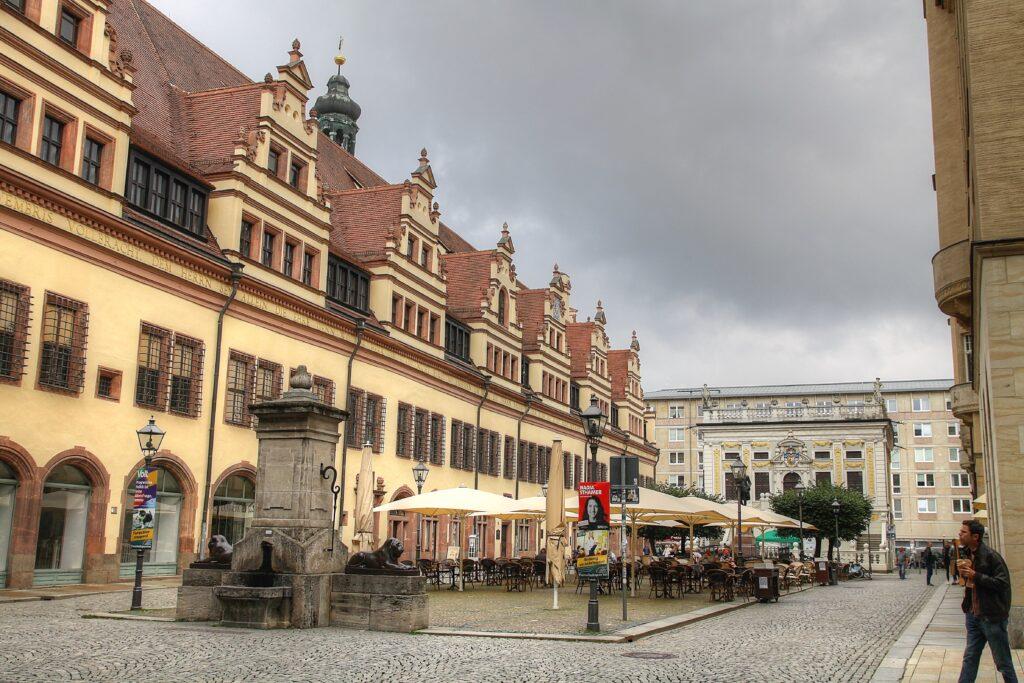 Naschmarkt mit dem Löwenbrunnen und dem Alten Rathaus